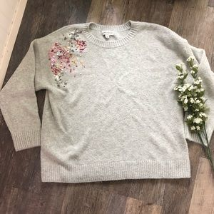 Ava & Viv | Grey Sweater with Sequined Shoulder